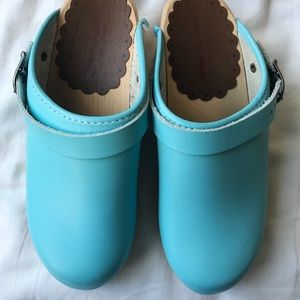 Hanna Andersson Turquoise Kids Clogs